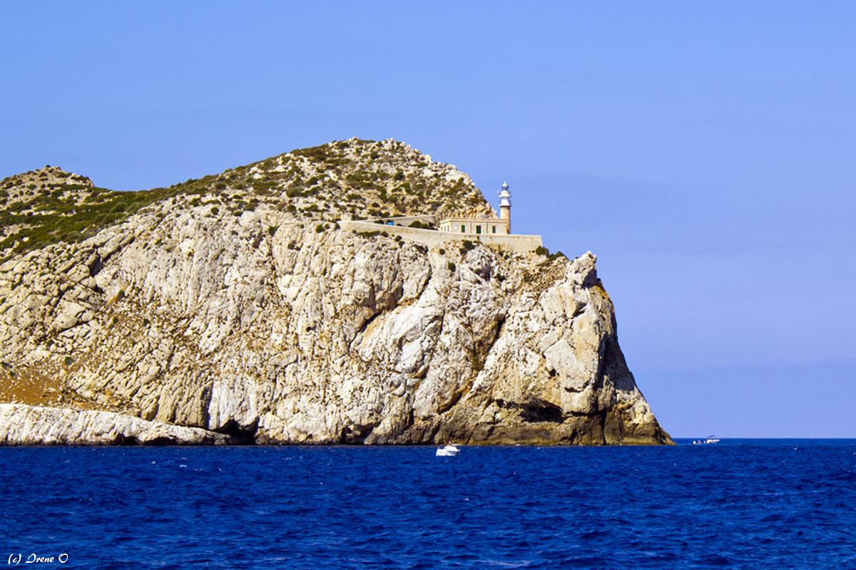 Dracheninsel vom Boot aus
